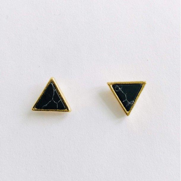 Øreringe med marmor sort trekant | MillaVanilla